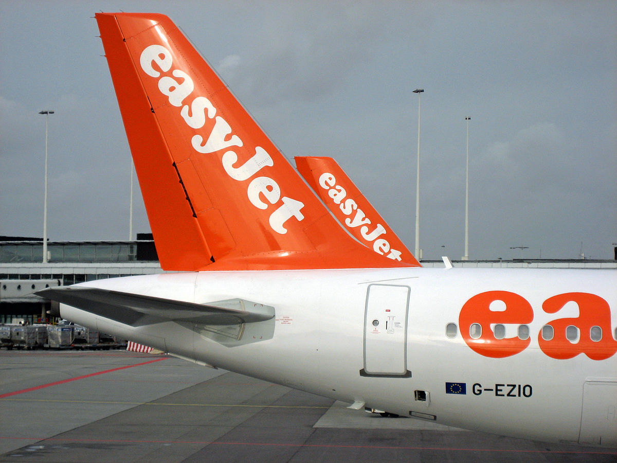 EasyJet_A319_Tailfins